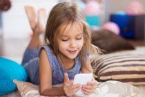 ¿Cuál-es-la-edad-correcta-para-que-tu-hijo-tenga-celular